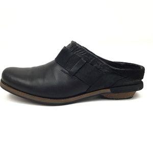 Patagonia Addie Black Leather Clogs 8.5